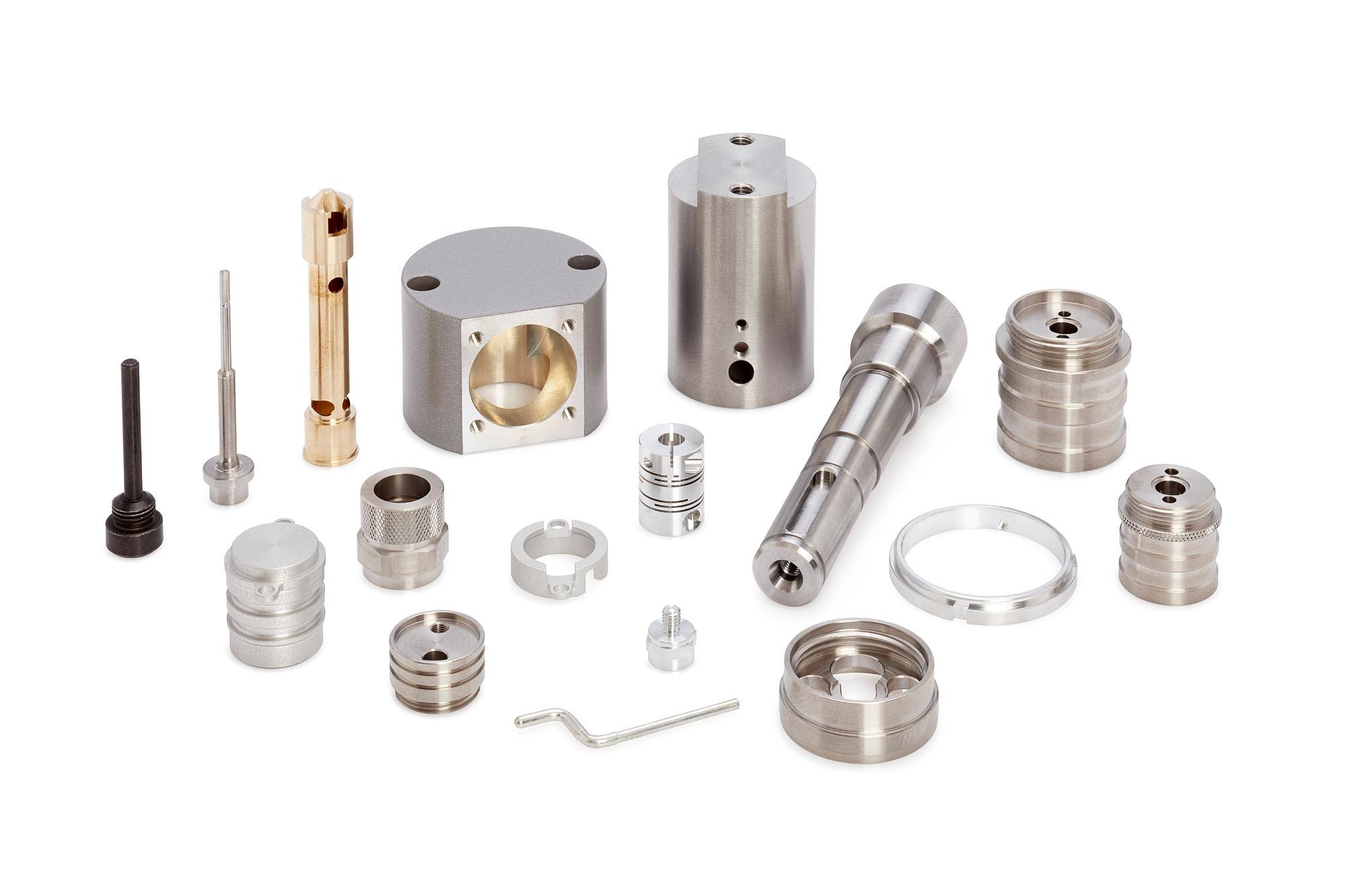 Abbildungen verschiedener Bestandteile einer Drehmaschine.