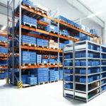 2020: Eine neue Logistikhalle erhöht die Lagerkapazität der Herbrig GmbH & Co. KG.