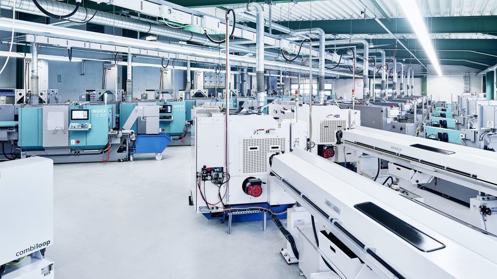 Anlage mit zahlreichen Index C100 Drehmaschinen für Präzisionsdrehteile der Herbrig & Co. GmbH